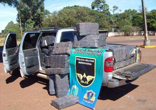 Apreensao de 1 tonelada de maconha na MS-060 em Sidrolandia (Foto: Divulgação/PRE)