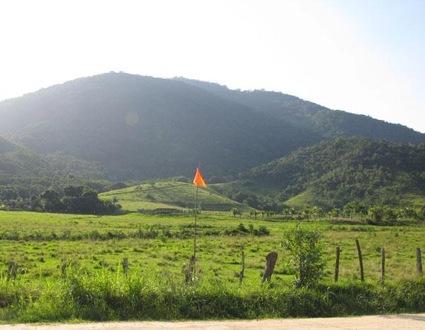 Na região dos Praiados, em Maricá, o cenário é de preservação da mata (Foto: Aluizio Freire)