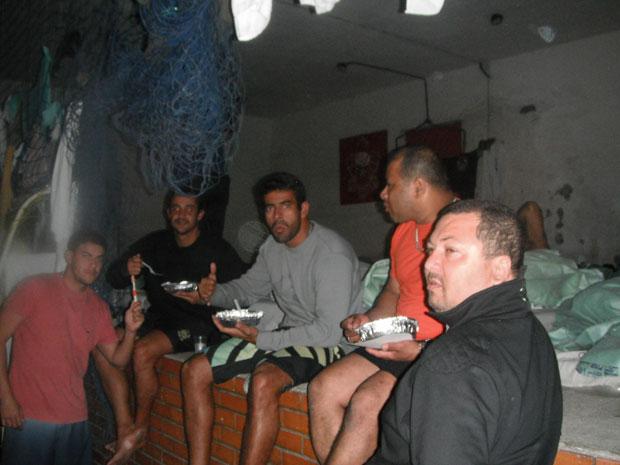 Os bombeiros  também reclamam da alimentação oferecida aos presos. (Foto: Divulgação)