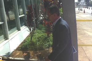 Paulo Passos ao chegar no Ministério dos Transportes nesta quinta (Foto: G1)