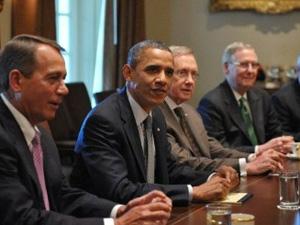 Barack Obama participa de reunião com líderes do congresso para debater a elevação do teto da dívida. (Foto: Mandel NGAN/AFP)