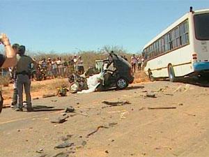 Acidente mata cinco pessoas na região norte da Bahia, diz polícia (Foto: Reprodução/TV Bahia)
