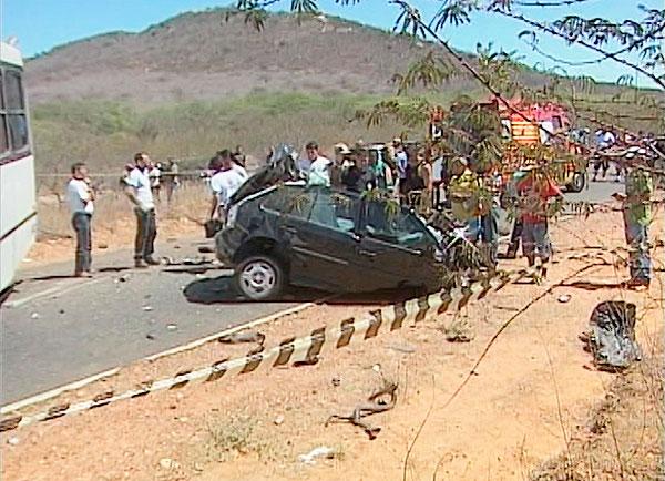 Acidente mata cinco pessoas na região norte da Bahia (Foto: Reprodução/TV São Francisco)