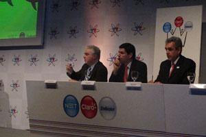 Representantes de NET, Claro e Embratel durante anúncio da parceria em São Paulo (Foto: Gustavo Petró/G1)
