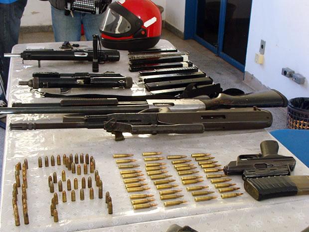 Armas apreendidas em Cuiabá (Foto: Deivison Almeida / G1)