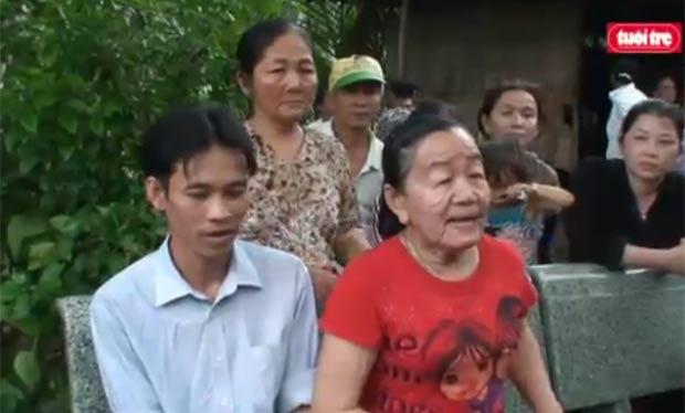 Nguyen Thi Phuong com o marido, Nguyen Thanh Tuyen. (Foto: Reprodução)