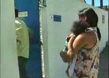 Criança foi entregue ao Conselho Tutelar em Maceió (Foto: Reprodução/TV Gazeta)