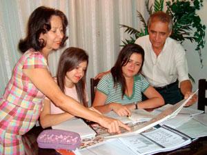 Família faz vestibular para reduzir ansiedade da caçula no dia da prova (Foto: Cláudia Pires/ Arquivo Pessoal)