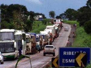 Acidente provocou congestionamento de 7 km (Foto: Reprodução/TVCA)
