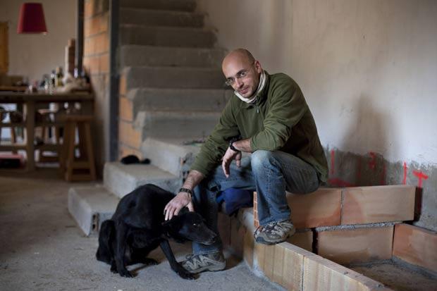 Das 70 casas em Sodeto, apenas a do cineasta grego Costis Mitsotakis não entrou no bolão. (Foto: Marta Ramoneda/The New York Times)