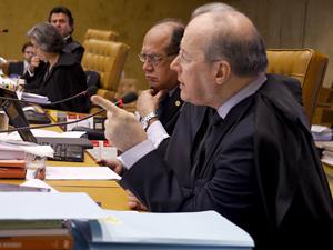 Os ministros Luiz Fux (a partir da esq.), Cármen Lúcia, Gilmar Mendes e Celso de Mello, durante julgamento que validou Lei da Ficha Limpa nesta quinta-feira no STF (Foto: Gervásio Baptista/SCO/STF)