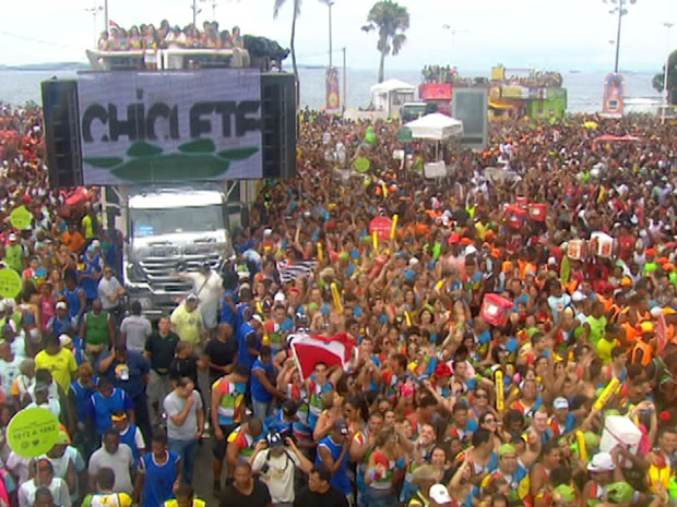 bell marques entra circuito barra cantando caramba carao noticias em carnaval