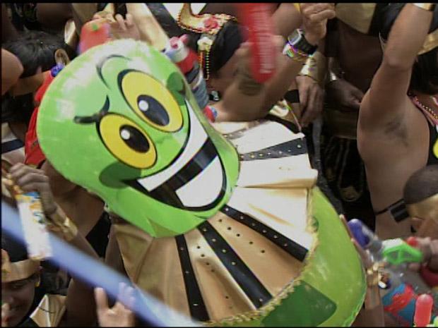 joão sorrisão vestido de cleópatra (Foto: Imagens/TV Bahia)