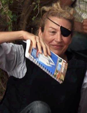 A jornalista americana Marie Colvin em Misrata, na Líbia, em 4 de junho de 2011 (Foto: Reuters)