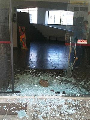 Vila Velha é invadido (Foto: Tatiana Dourado/G1)