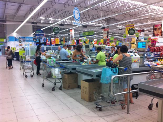 Caixas estão disponíveis na saída do Carrefour (Foto  Juliana Cardilli G1) f3be5aabd6d5e