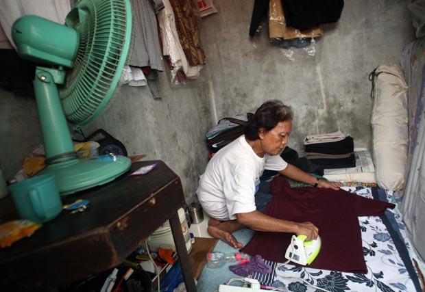 Moradores antigos de Menteng, a vizinhança na qual Obama cresceu, confirmaram que Turdi trabalhou com a família por dois anos, cuidando também de sua irmã Maya. A Casa Branca não comentou o assunto (Foto: Dita Alangkara/AP)