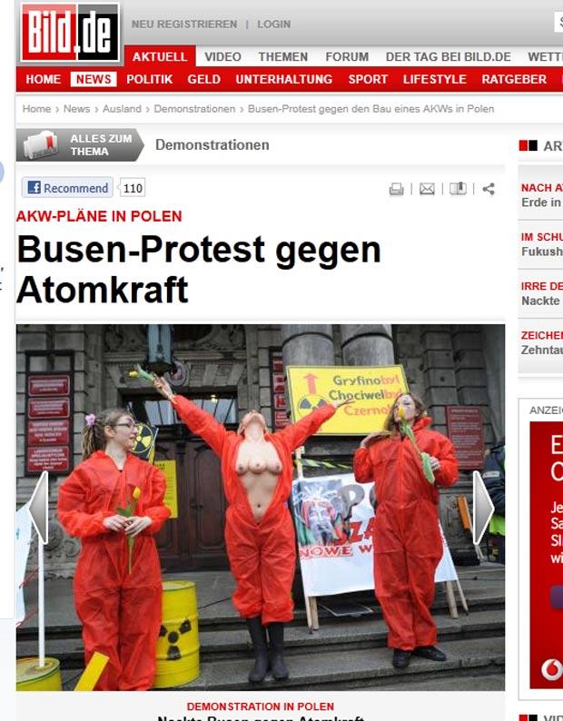 Manifestante 'exibiu' três seios nusem protesto contra a energia nuclear na Polônia. (Foto: Reprodução/Bild)