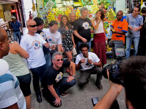 Elenco de 'Casseta & Planeta' no Mercado Municipal de São Paulo (Foto: G1)