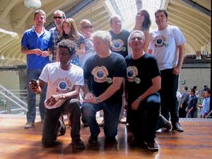 Elenco e diretores de 'Casseta & Planeta Vai Fundo' após coletiva de imprensa em São Paulo (Foto: G1)