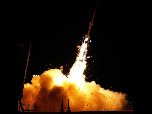 Foguete da missão Atrex lançado nesta terça-feira (27) pela Nasa. (Foto: Nasa)