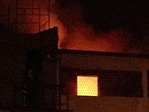 Incêndio destói lojas em João Pessoa  (Foto: Walter Paparazzo/G1)