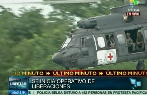 Imagem da rede venezuelana Telesur mostra a decolagem do helicóptero brasileiro  (Foto: AFP Photo/Telesur)