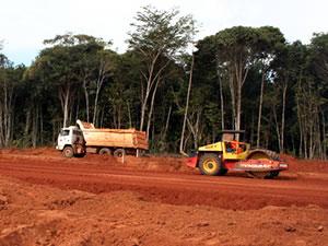 Rodovia em obras em MT (Foto: Leandro J. Nascimento/G1)