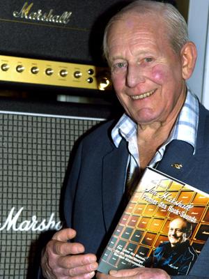 Jim Marshall inaugura museu dedicado ao rock, na Alemanha, em 2004 (Foto: Frank Maechler/AFP)