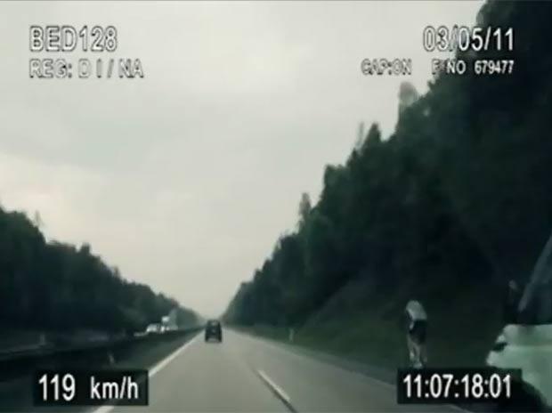 Ciclista atingiu 120 km/h durante a perseguição. (Foto: Reprodução/YouTube)