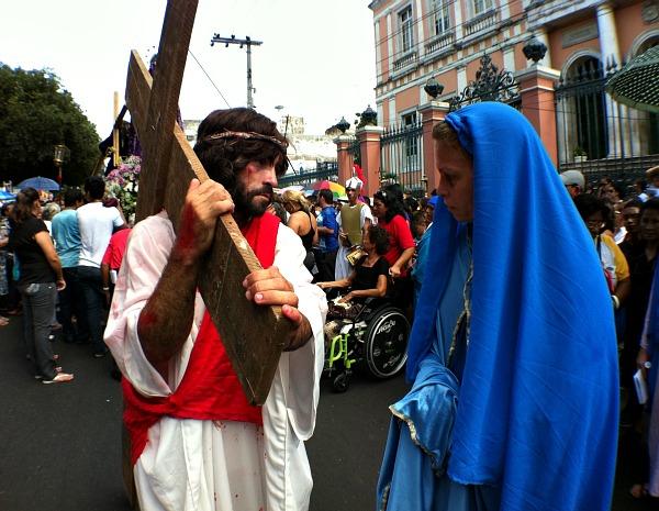 Via Sacra lembra os momento de Jesus Cristo no caminho para a morte na cruz (Foto: Girlene Medeiros/G1AM)