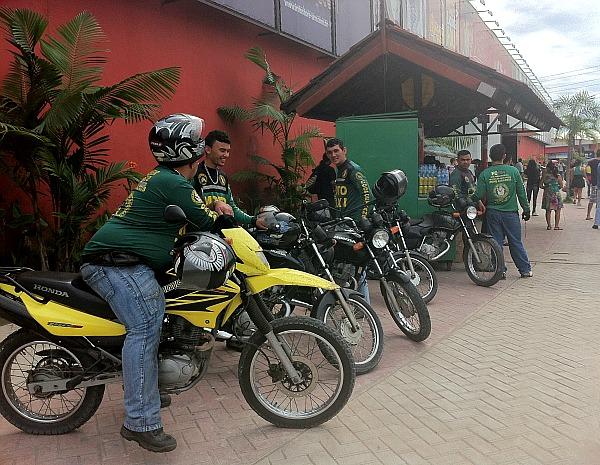 Procura por mototaxistas aumentou com a paralisação dos rodoviários (Foto: Girlene Medeiros/G1AM)