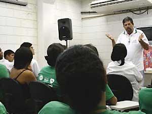 Paulo ministra palestra sobre prevenção às drogas e HIV em Campinas (Foto: Arquivo Pessoal)