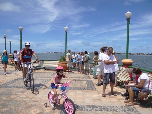Famílias foram ao Cais José Estelita em apoio ao movimento (Foto: Luna Markman/G1)