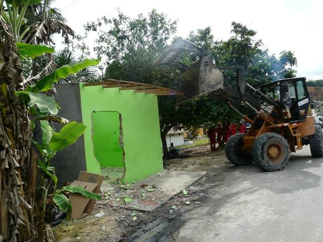 Semmas demole prédio de cooperativa de micro-ônibus (Foto: Divulgação/Semmas)
