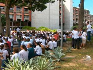 Professores fazem manifestação na sede da Governadoria, em Salvador (Foto: Reprodução/TV Bahia)
