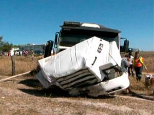 Acidente na BR-116 (Foto: Imagem/TV Sudoeste)