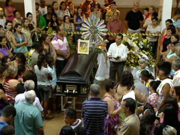 Marllon foi velado e enterrado em Nova Venécia. (Foto: Reprodução/TV Gazeta)