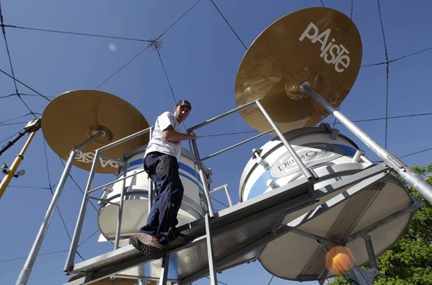 Instrumento será tocado por quatro bateristas. (Foto: Herwig Prammer/Reuters)