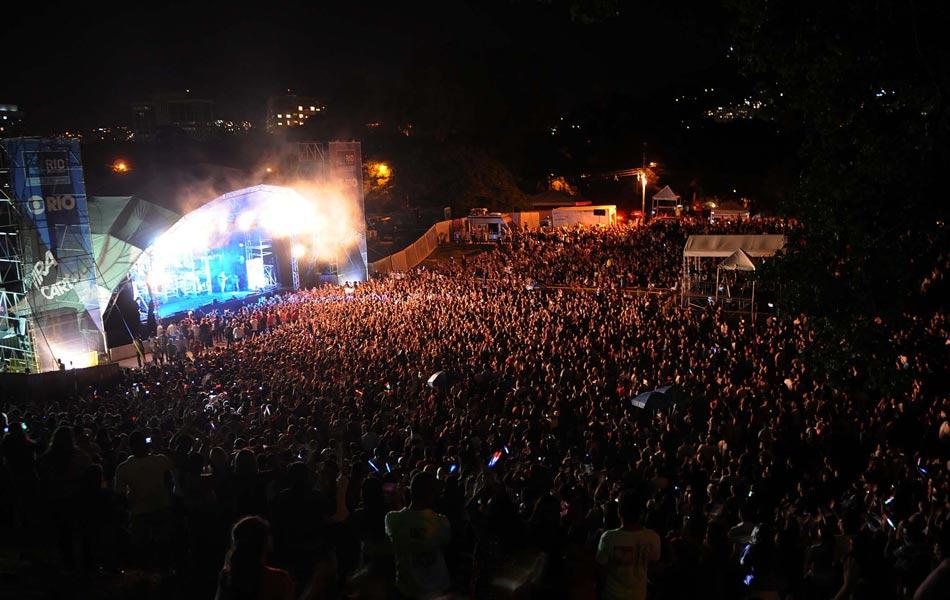 Uma multidão calculada pela Riotur em 20 mil pessoas assistiu ao show