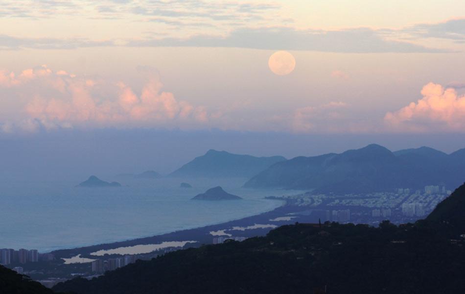 'Superlua' amanhaceu no céu do Rio