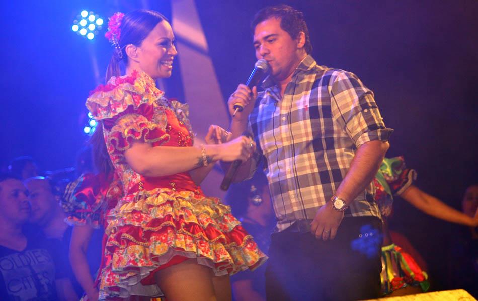 Solange Almeida e Xand Avião no palco
