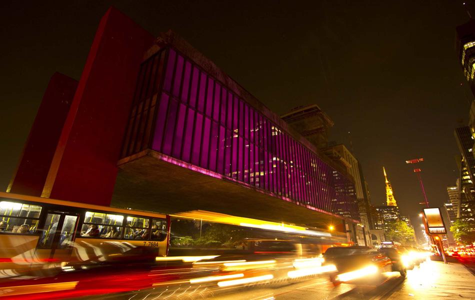 ada92f0c5 O MASP (Museu de Arte de São Paulo) recebeu iluminação rosa nesta segunda (