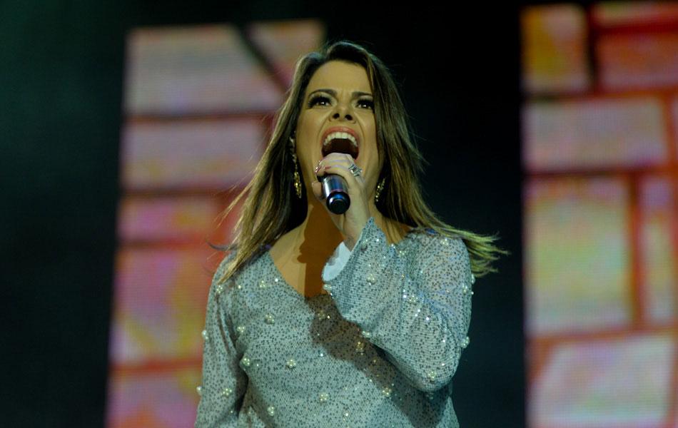 Ana Paula no palco do Troféu Promessas 2012, em São Paulo