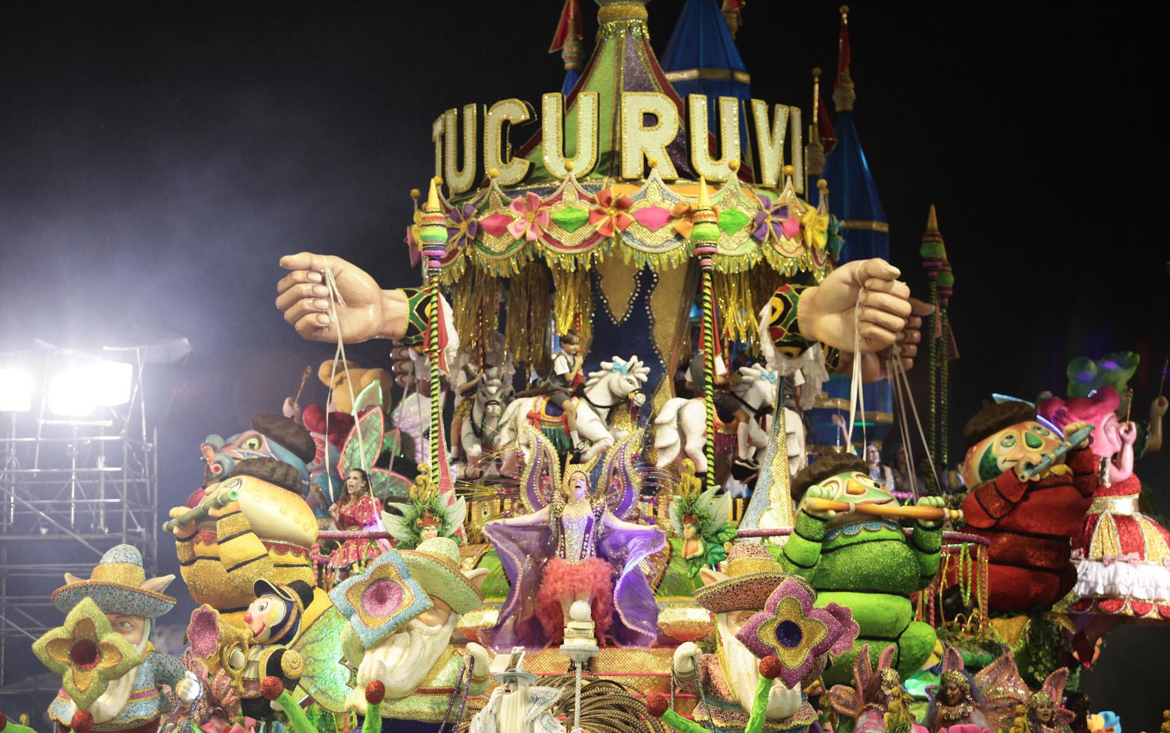 FOTOS  Desfile da Acadêmicos do Tucuruvi - fotos em Carnaval 2014 em São  Paulo - g1 a7763a7afd
