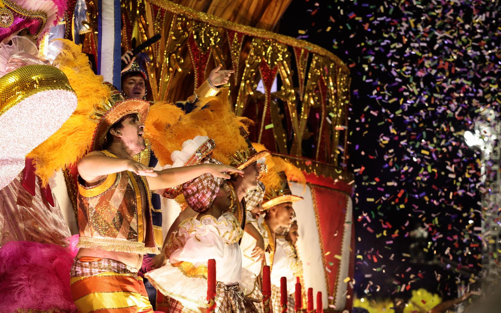 FOTOS  desfile da Acadêmicos do Tucuruvi - fotos em Carnaval 2015 em ... 4aaab826ec