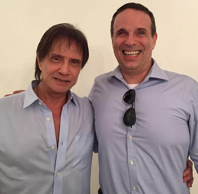 Com gravação de show da banda RC na Veia, Roberto volta a ser roqueiro