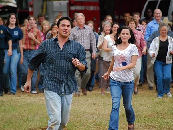 Randy (Dean Cain) e Christal (Lori Beth Edgeman) enfrentam momento trágico na família (Foto: Divulgação)