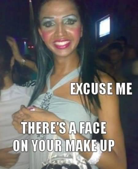 Mulher com muito blush nas bochechas (Foto: Reprodução/Oddee)