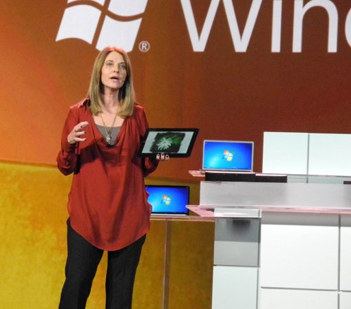Executiva Tami Reller foi quem apresentou o Windows 8 To Go (Foto: Reprodução)